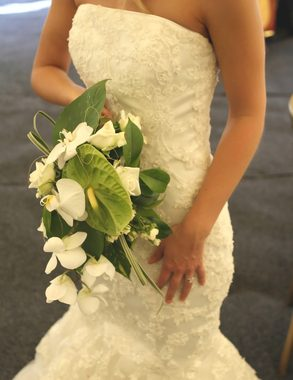 Traditional white dress with a bouquet of flowers